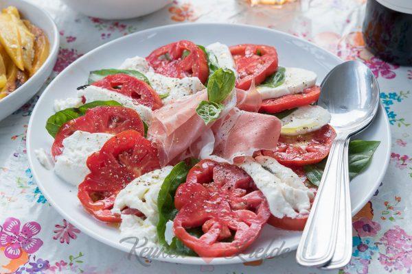 Salade caprese met Parmaham