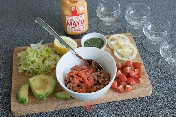 Garnalencocktail met zalm en sriracha mayonaise