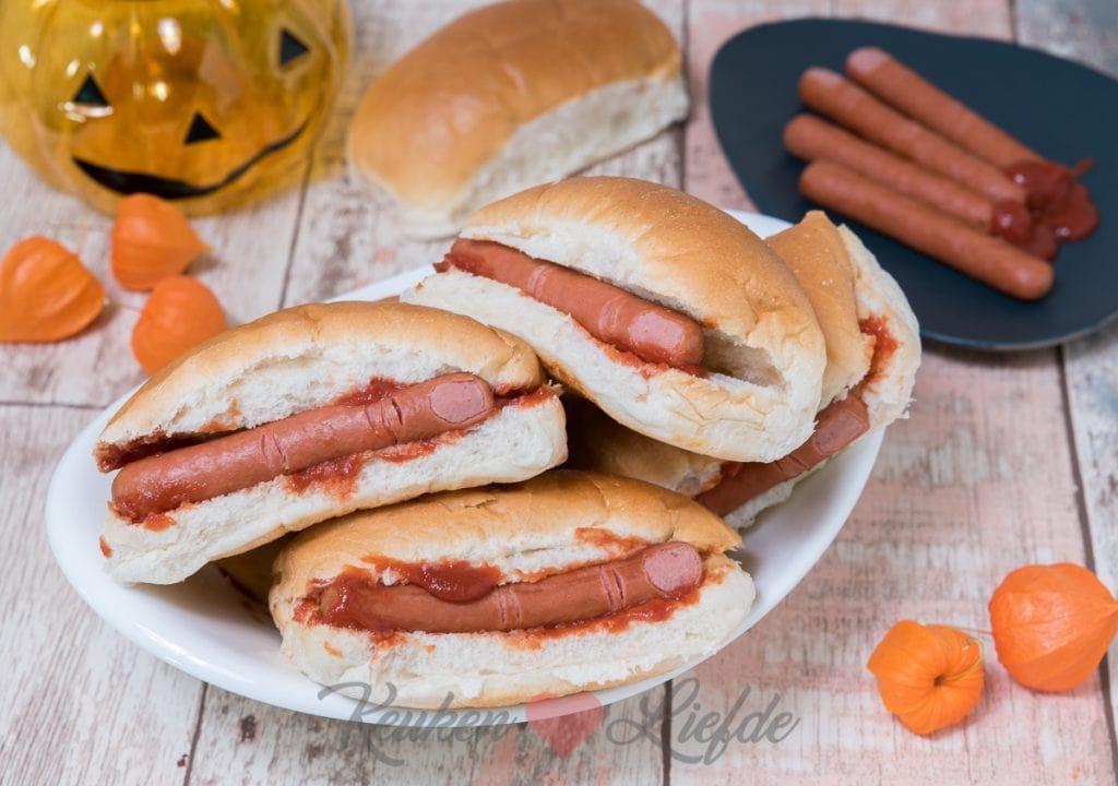 Bloederig broodje hotdog