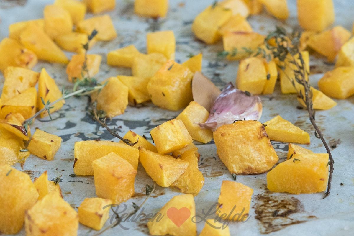 Pompoen uit de oven met tijm, laurier en knoflook