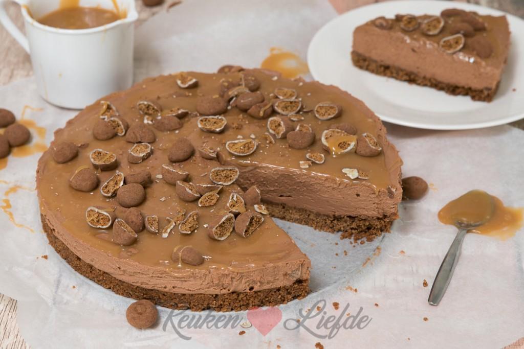 No bake chocoladecheesecake met gezouten karamelsaus