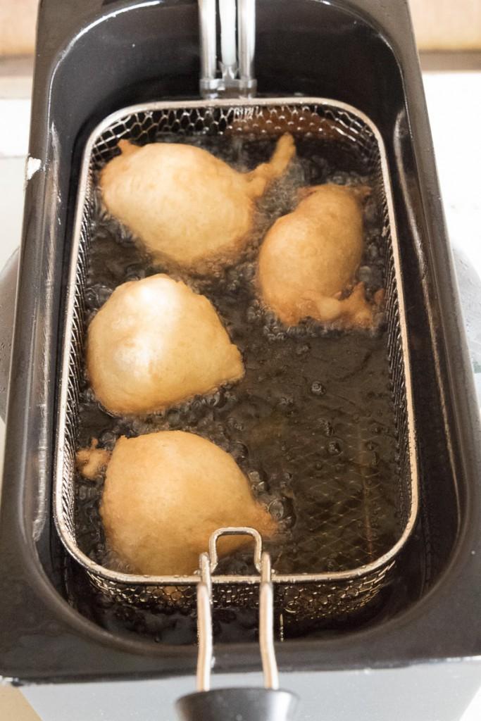 Oliebollen met appel, kaneel en rozijnen