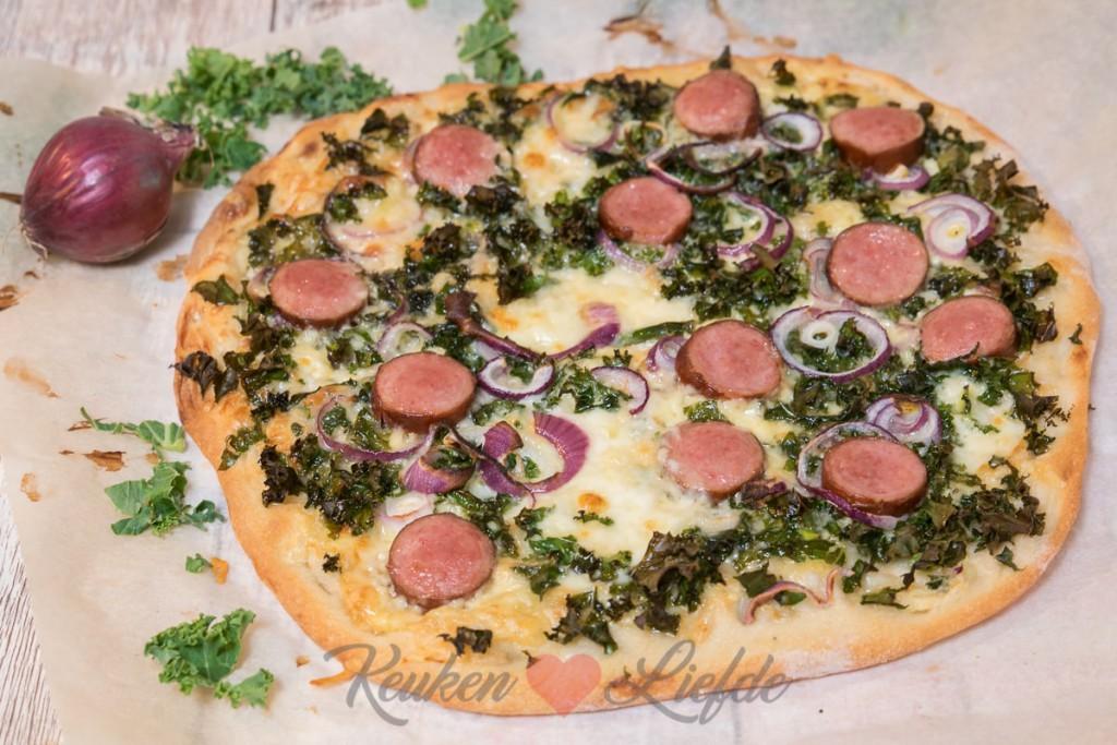 Pizza met boerenkool en rookworst