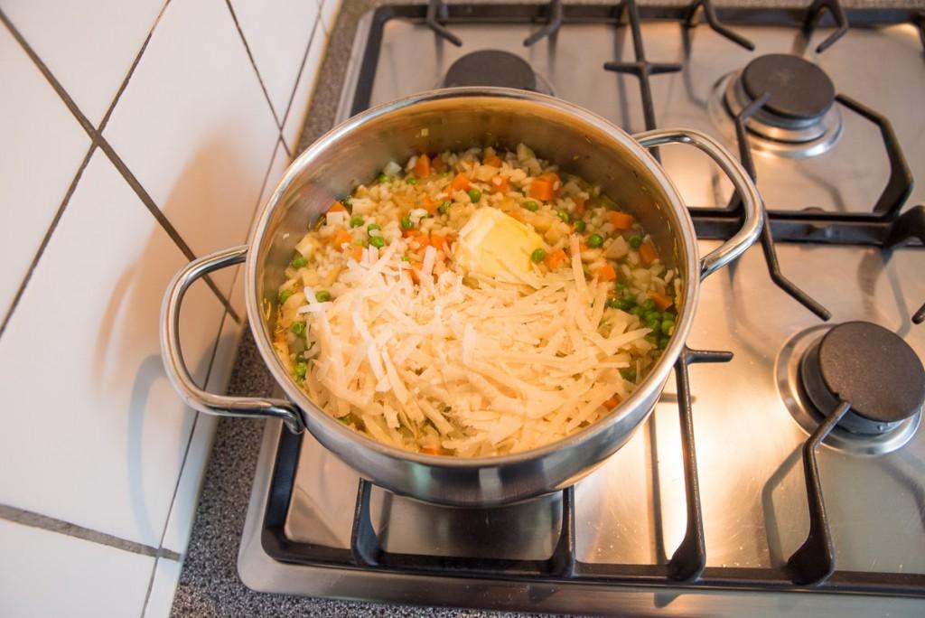 Risotto met knolselderij, wortel en doperwten