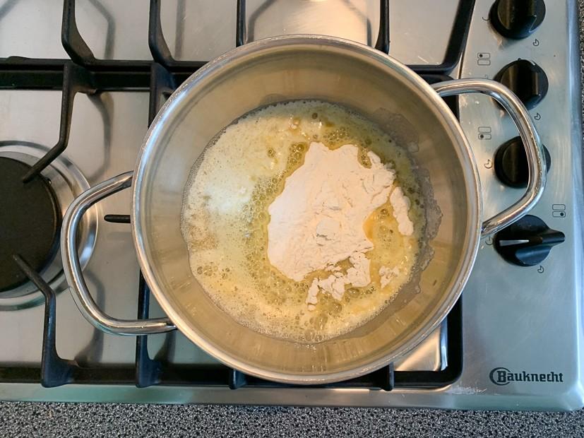 Witlofovenschotel met gehakt en kaassaus