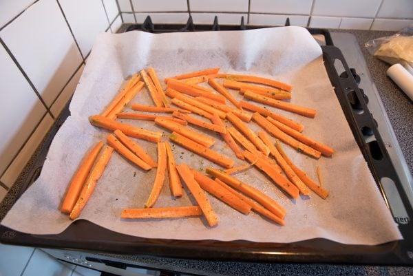 Wortelfriet uit de oven met peterseliemayonaise
