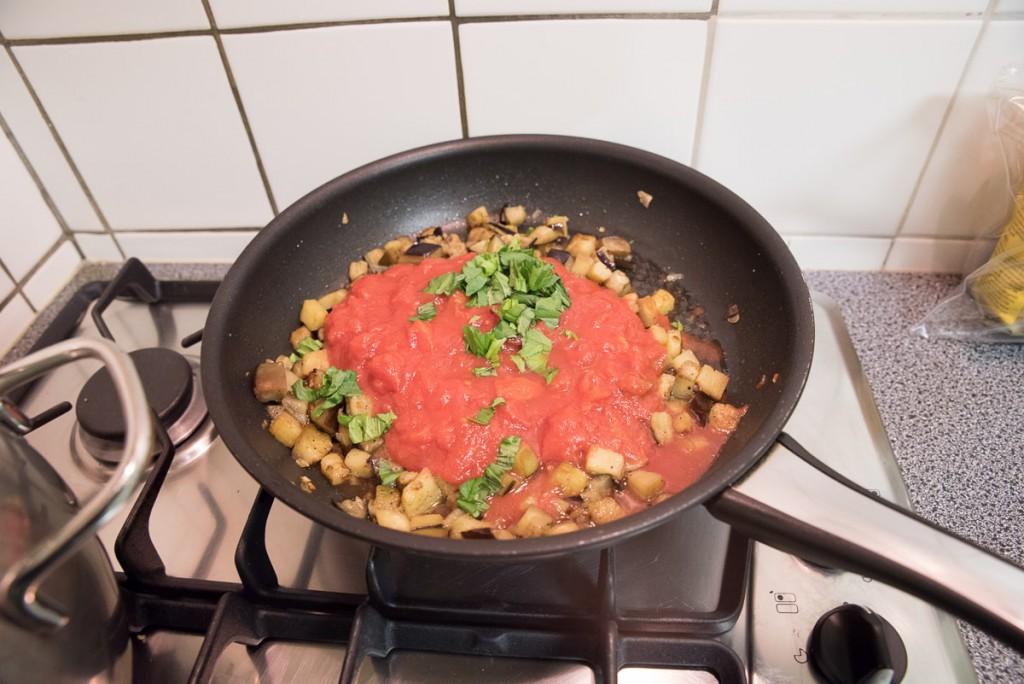 Pasta met zalm en aubergine