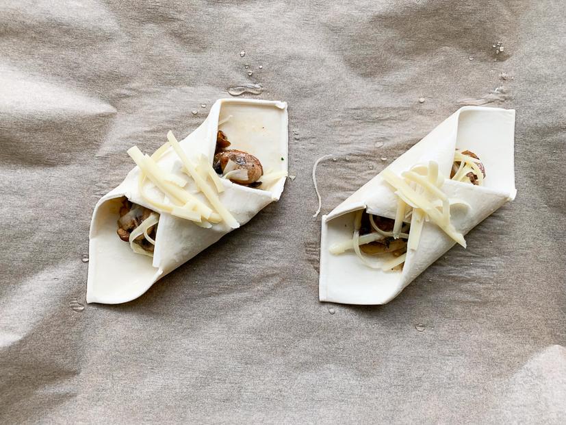 Bladerdeeghapje met gebakken knoflookchampignons