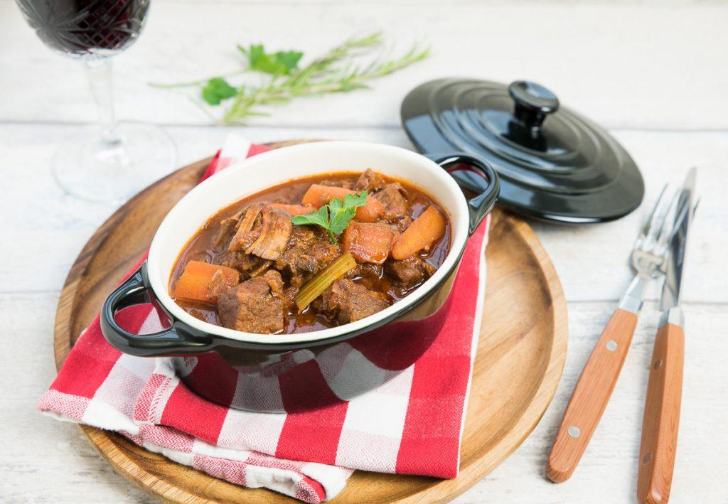 Italiaans stoofvlees met pancetta en rode wijn