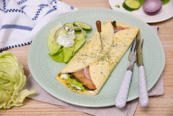 Omeletwrap met zalm en tzatziki