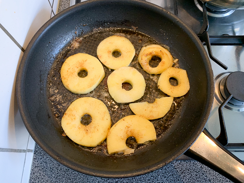 Ovenschotel met rodekool, gehakt en appel