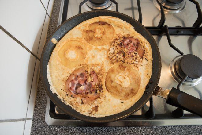 Pannenkoek met appel en spek