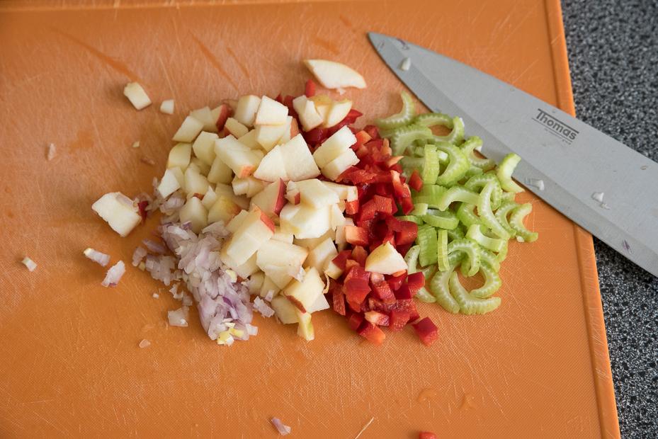 Macaronisalade met bleekselderij en appel