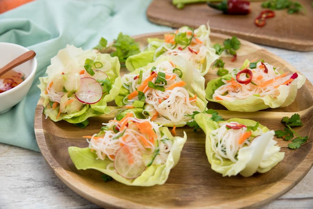 Slaschuitjes met Thaise glasnoedelsalade