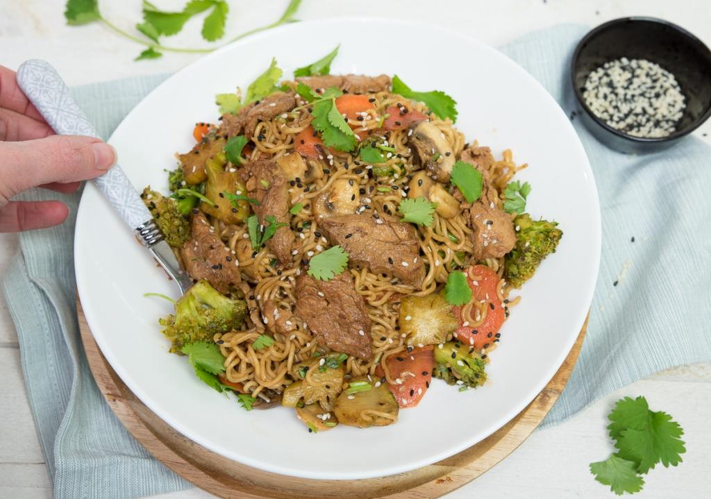 Varkenshaas roerbak met broccoli en wortel