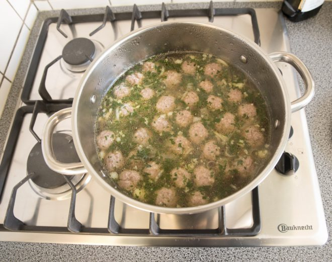 Groentesoep met gehaktballetjes (zoals oma die maakte!)