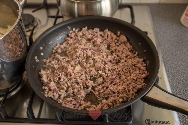 Ovenschotel met gehakt, groenten en puree