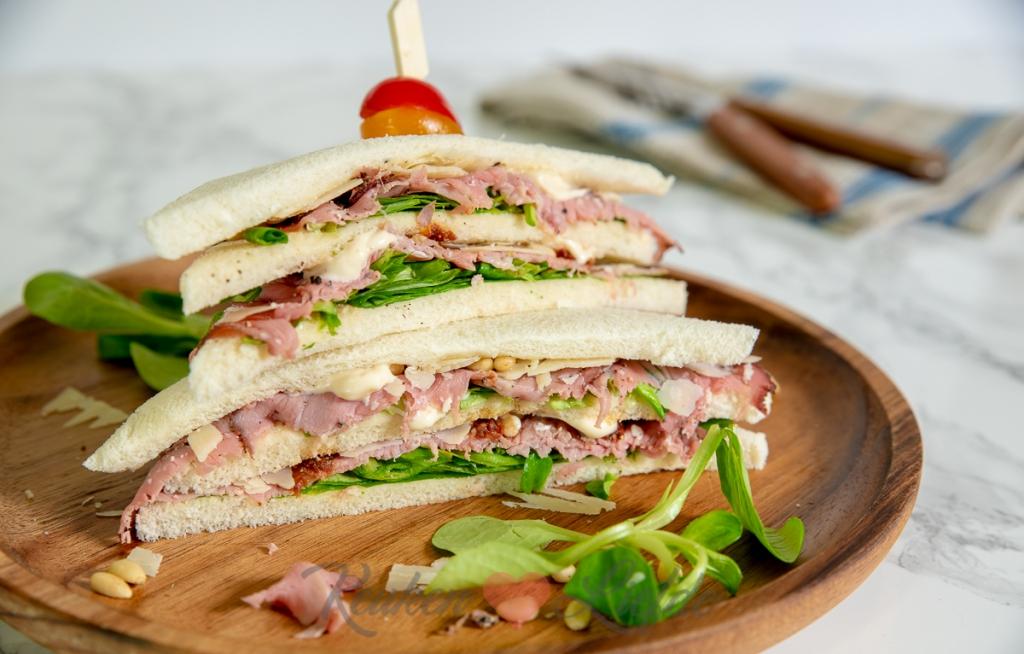 Sandwich met rosbief en truffelmayonaise