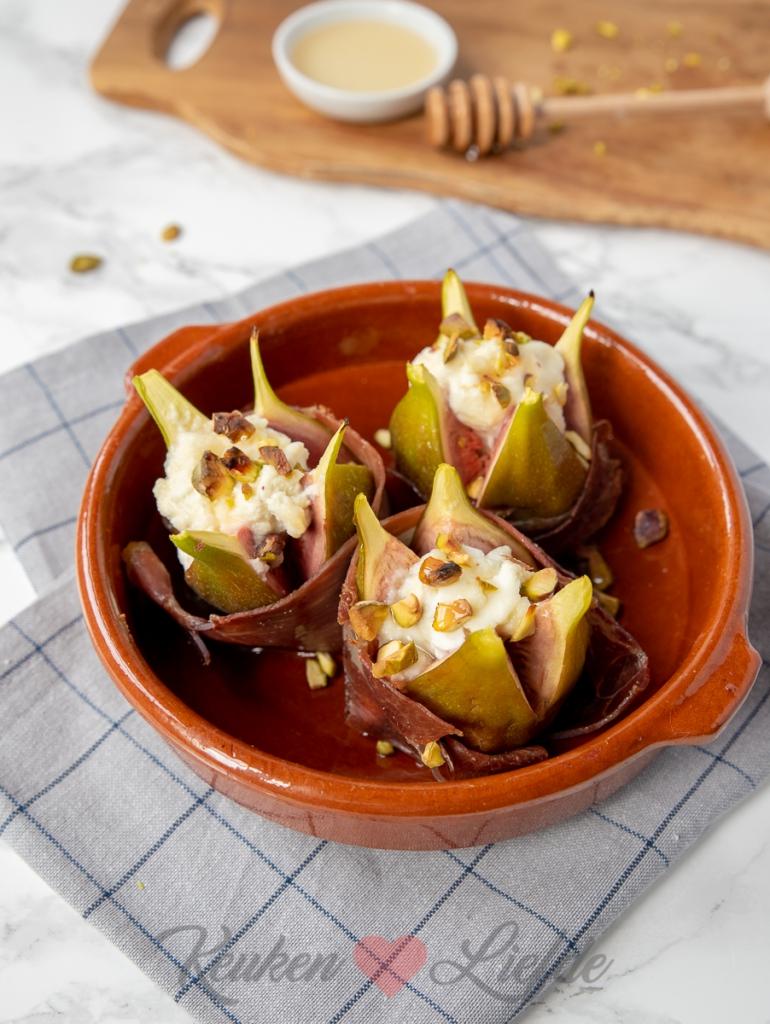 Gevulde vijg met ricotta, pistache en serranoham