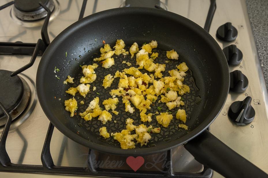 Pangritata (krokante broodkruim topping voor pasta of soep)