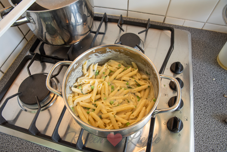 Pasta ovenschotel met zalm en basilicum roomsaus