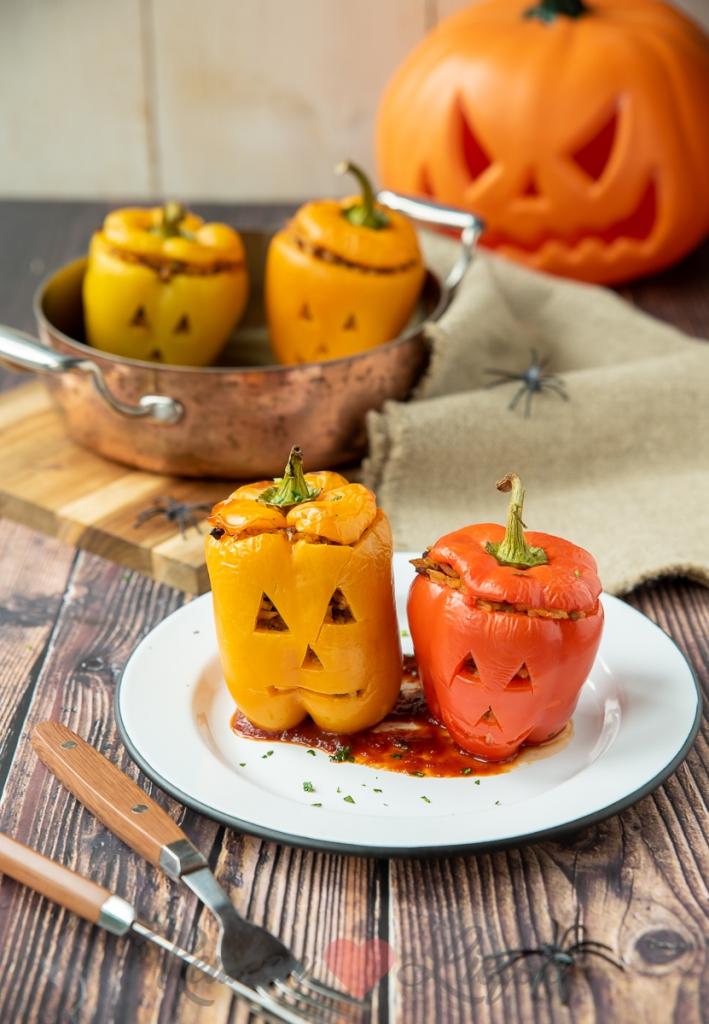 Gevulde Halloween paprika met gehakt en rijst