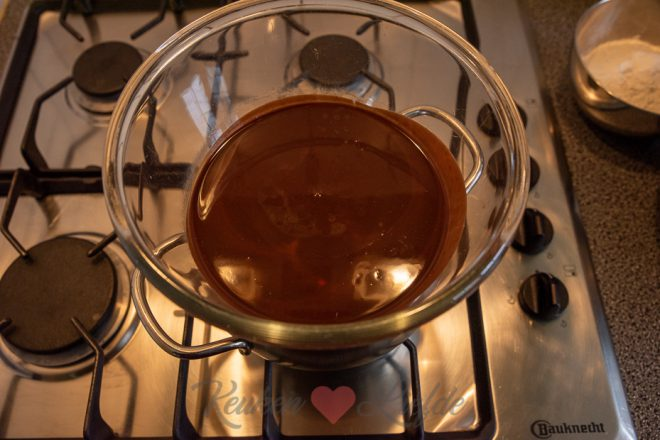 Brownietaart met M&M's en pretzels