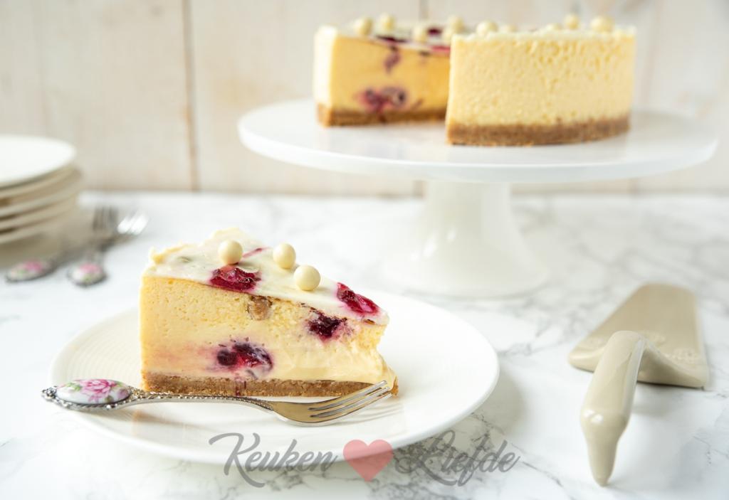 Witte chocolade cheesecake met cranberry swirl