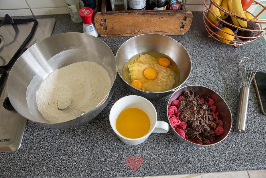 Bananenbrood met chocolade en frambozen