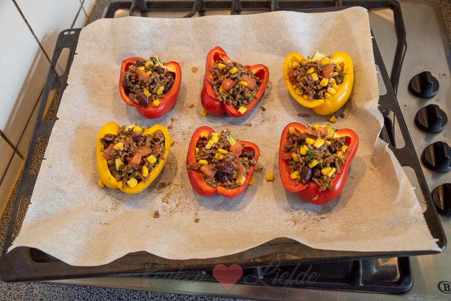 Gevulde paprika's met Mexicaans gehakt en nacho's