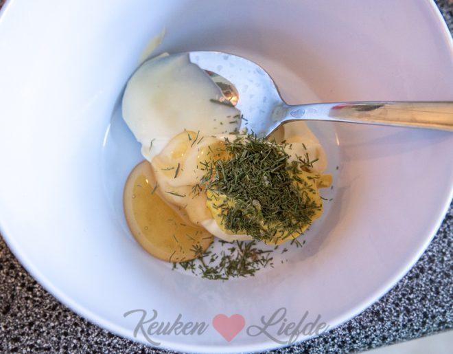 BLT wrap met krokante kip en honing-mosterdsaus