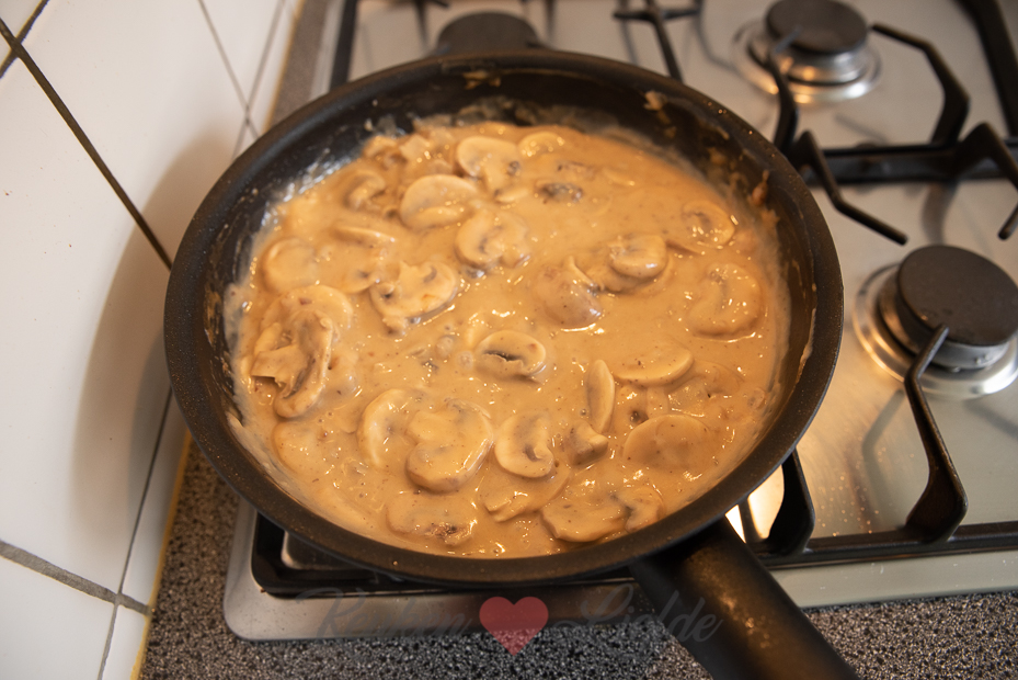 Gehaktballetjes in champignonroomsaus