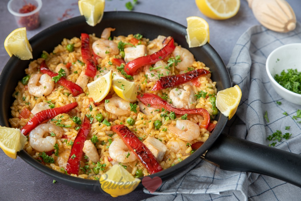 Paella met kip en garnalen