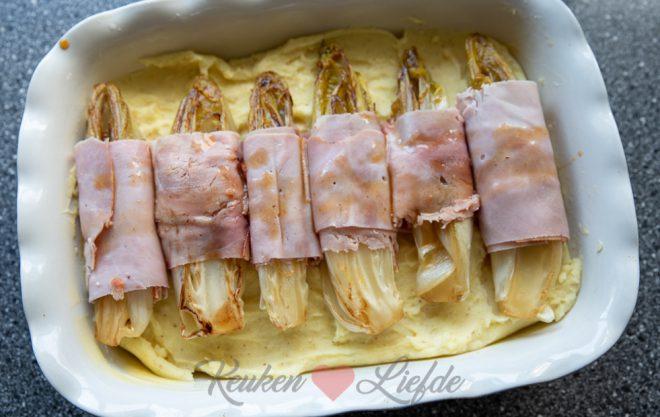 Witlofschotel met ham en kaas en mosterdpuree
