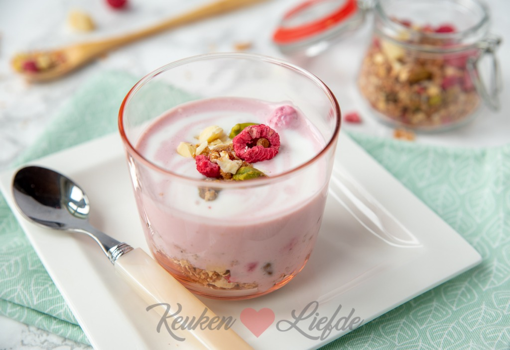 Frambozen yoghurt met granola