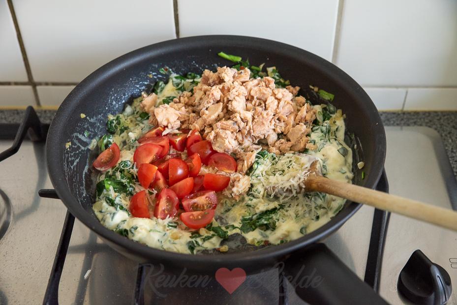 Pasta met romige spinazie en zalm