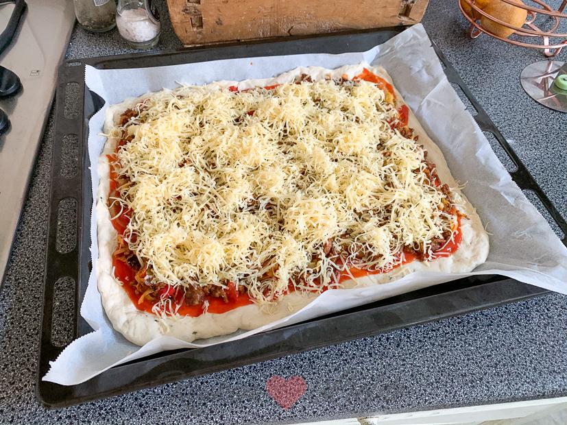 Turkse pizza van het bakblik