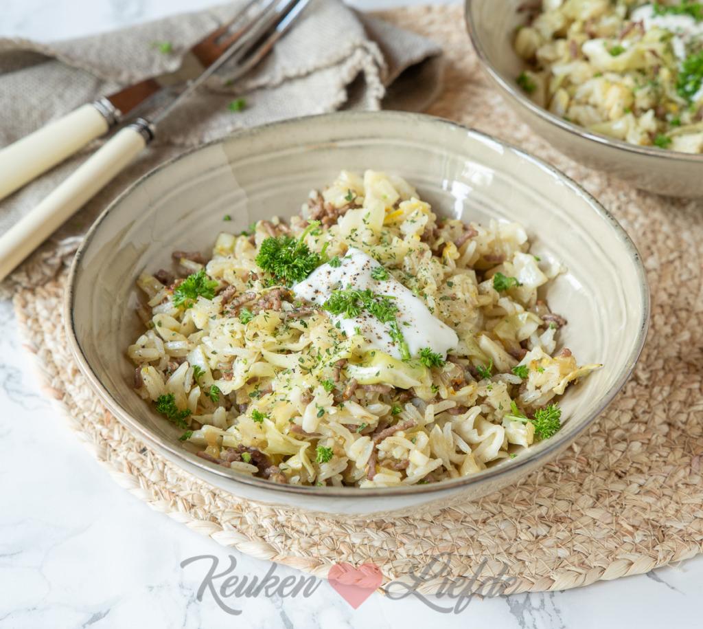 Gebakken rijst met gehakt en spitskool