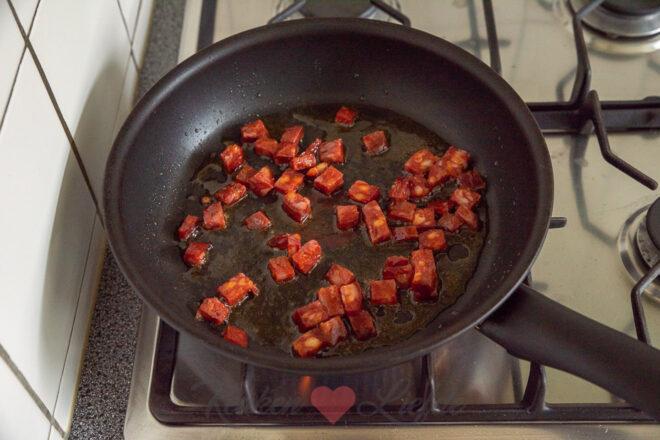 Courgette quiche met chorizo