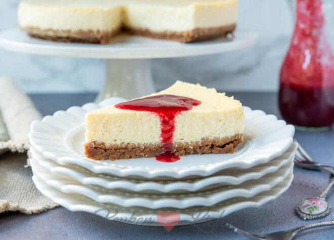 Klassieke cheesecake met frambozensaus