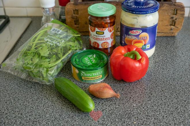 Tonijnsalade met zongedroogde tomaatjes