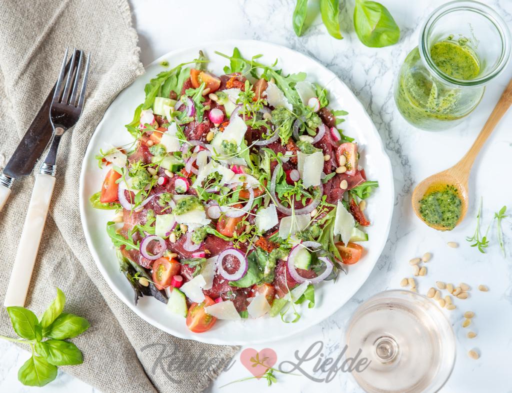 Carpaccio salade met pestodressing