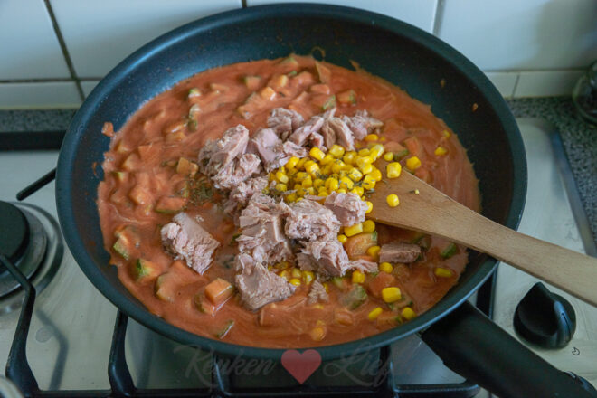 Pasta gratin met courgette en tonijn