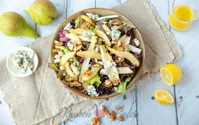Salade met peer, witlof en blauwe kaas
