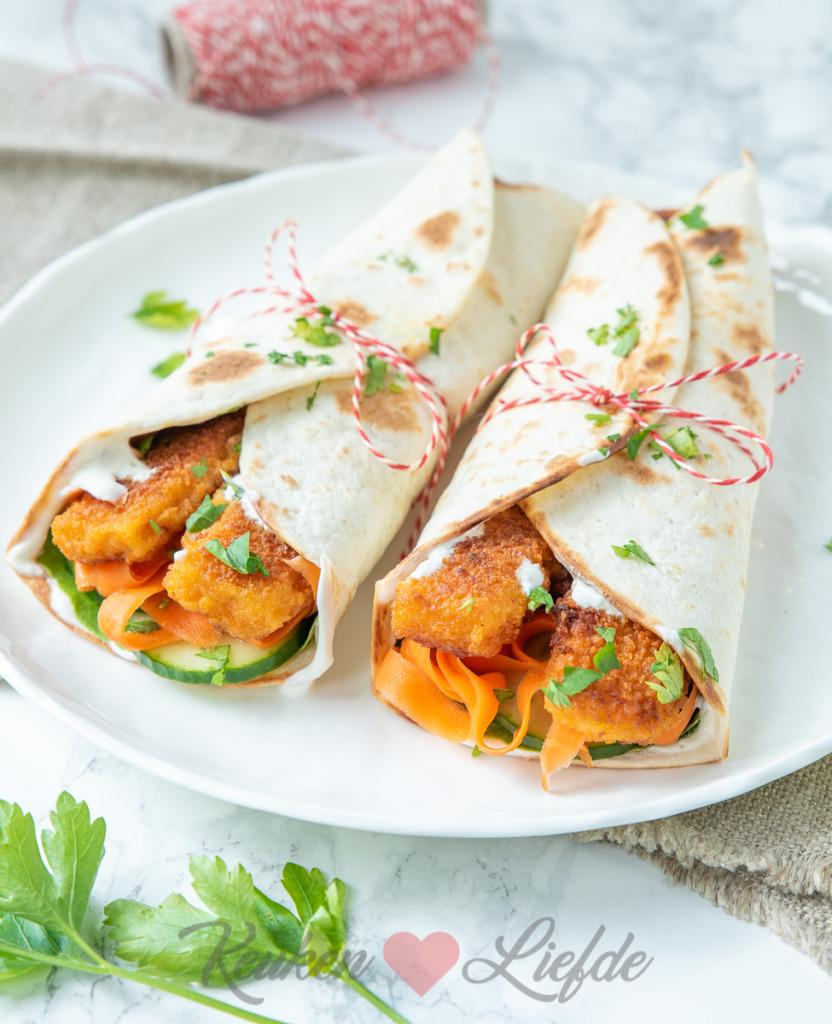 Wrap met vissticks en wortelsalade