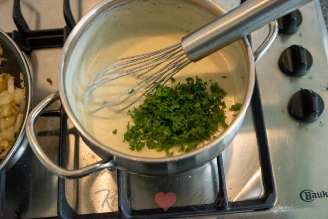 Pasta gratin met witlof, ham en kaassaus