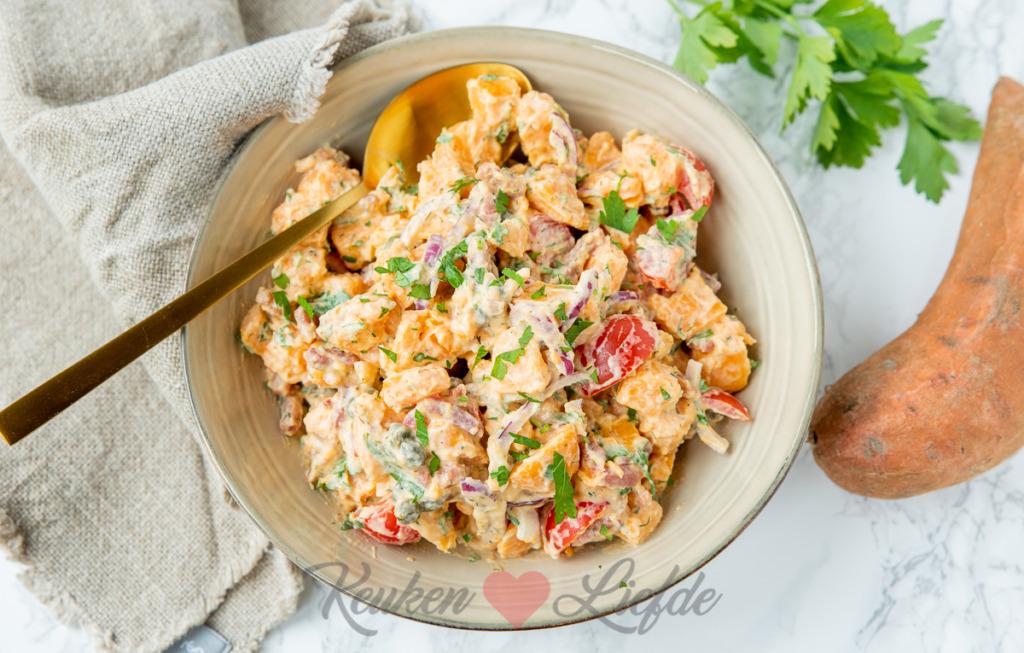 Zoete aardappelsalade met spekjes