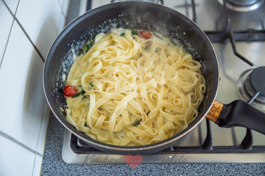 Tagliatelle met romige spinazie en kabeljauw