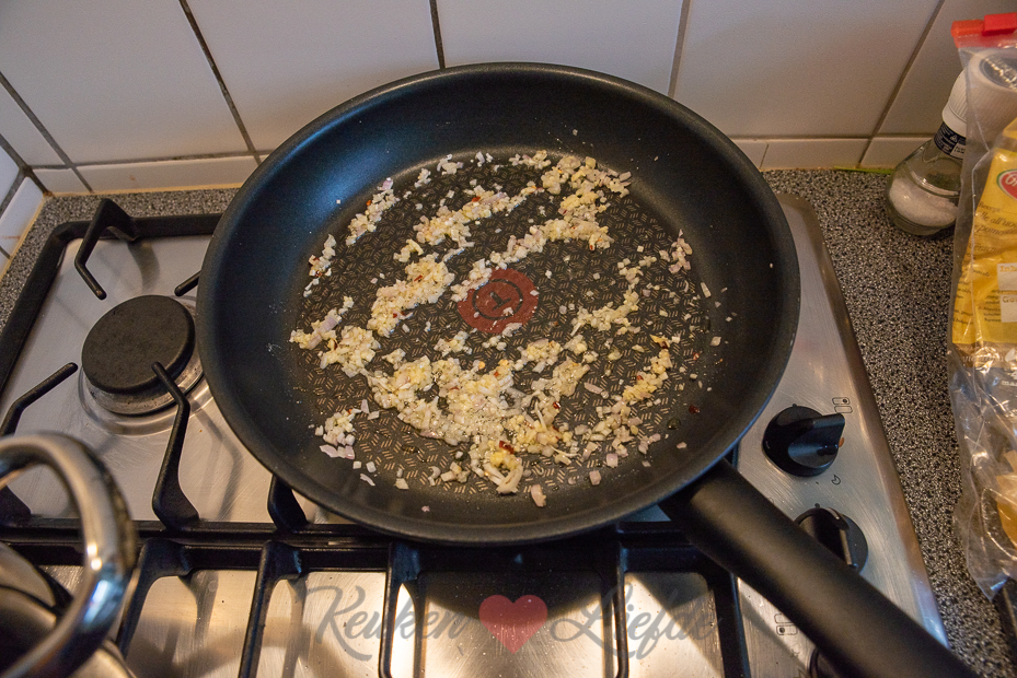 Tagliatelle met roomsaus en gerookte zalm