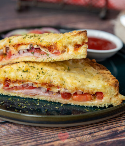 Tosti met ham, kaas en sambal